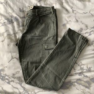 Le Chateau army green cargo skinny pants